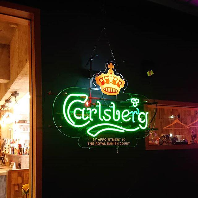 カールスバーグのネオンやっと日の目を。夜だけど。#ネコンテ #カールスバーグ #萩原バー #萩原二次会 #萩原グルメ #珍しいお酒